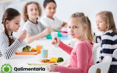 Seguridad alimentaria infantil: los 5 mayores riesgos de comer en el colegio.